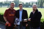 De Rossi posa in foto con Rotelli e Gherardi De Candei.JPG